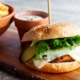 Hämsa kanašnitsli burger friikate ja kastmega